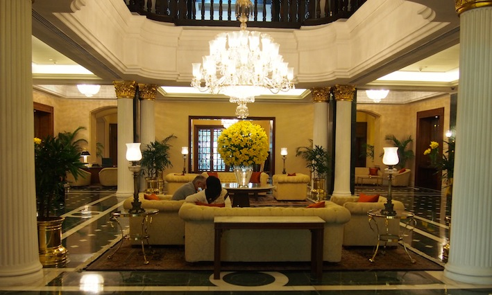 Rags to Riches in Kolkata, Oberoi Lobby, Coffee & Biscuits at the Oberoi, Kolkata