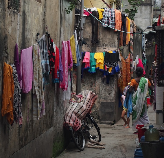 Kolkata Laneways, Washing in Kolkata Slums, Drying Washing in the Kolkata Laneways, Kurtas,